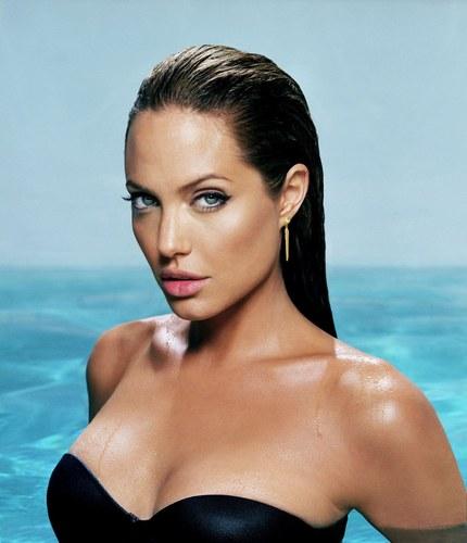 Angelina jolie nackt fotos Nude Photos 54