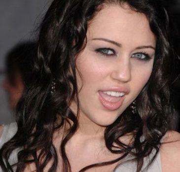 Miley Cyrus ist nackt gegangen