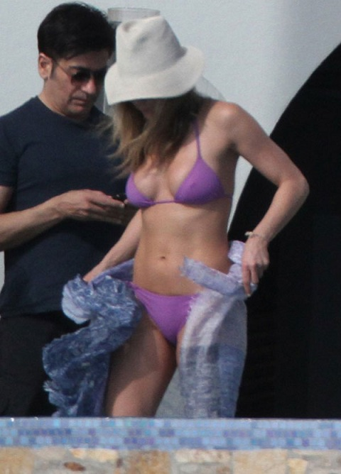 jennifer aniston steife nippel hautengen bikini bilder