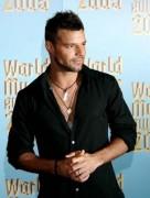 Latino-Sänger Ricky Martin outete sich, schwul zu sein.