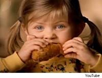Taylor Momsen im Shaken Bake Werbespot