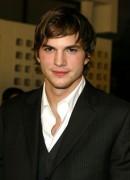Ashton Kutcher pinkelt gerne mal wild umher.