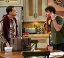 Charlie und Alan Harper streiten sich viel in der Serie
