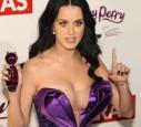 Katy Perry präsentiert ihren großen Ausschnitt