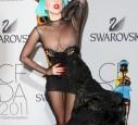 Lady GaGa lässt die Nippel blitzen.