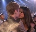 Trotzdem wollen sie sich nicht trennen, auch wenn Selena deswegen manchmal einen schlechten Tag hat.