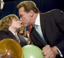 Der 13 Jährige Schwarzenegger Sohn hatte einen Surunfall