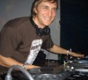 David Guetta hinter den Tables