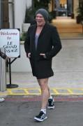 Mickey Rourke geht ohne Hose spazieren.