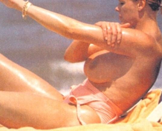 Nackt brigitte Britt Ekland