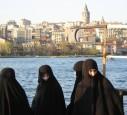 So kleiden sich sich die Frauen in Istanbul
