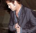 Brad Pitt trägt stolz seinen Ehering